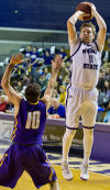 Winona State stuns Minnesota State on Riley Bambenek's buzzer-beater (with video)