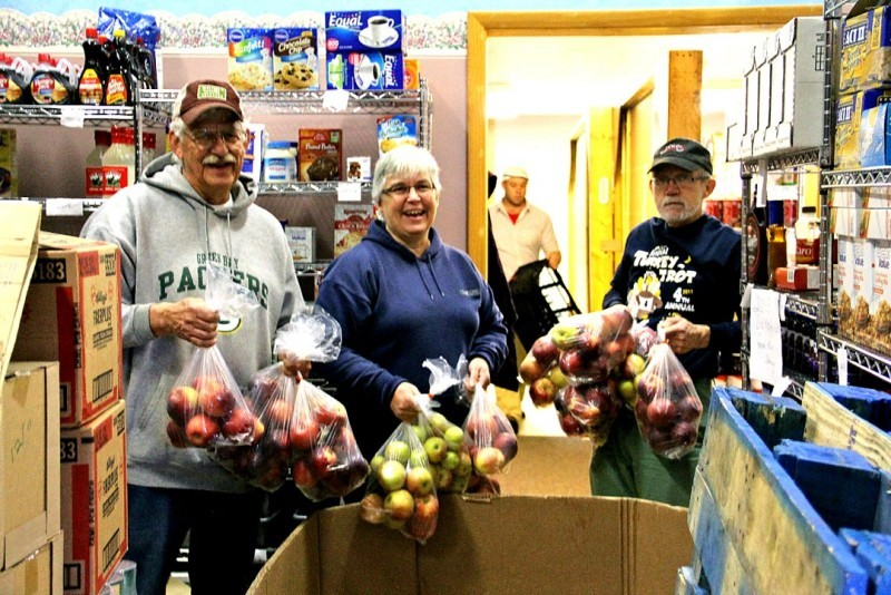 st vincent sharing pantry and volunteers come together