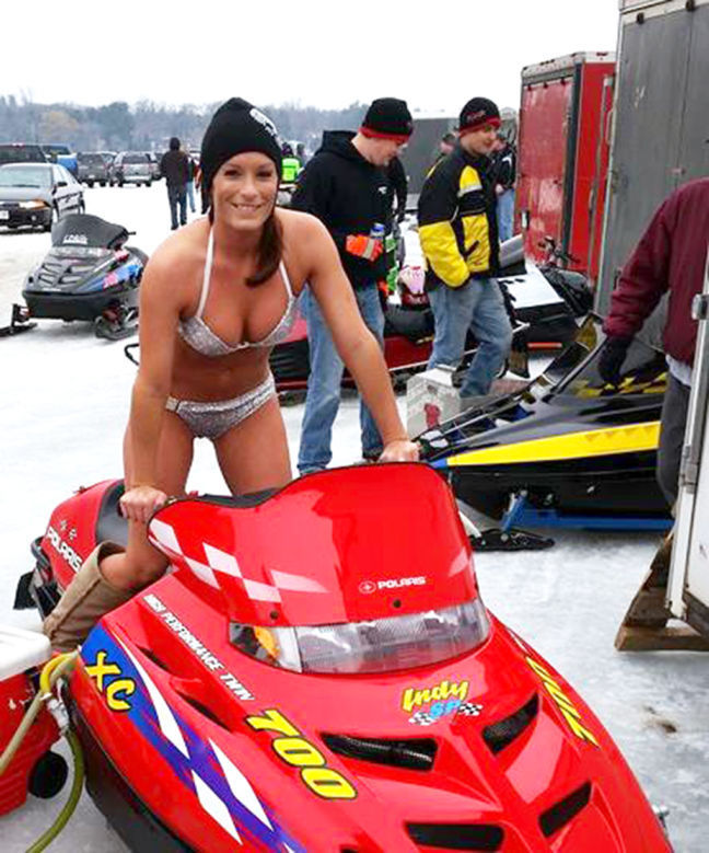 naked girl on sno