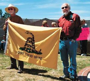 Tea Party shows up in Show Low for tax day
