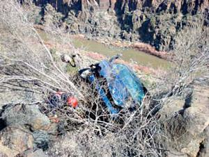 Snowflake man dies in Salt River Canyon accident