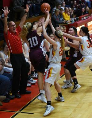 Hora Scores 2,000th Career Point As Viborg-Hurley Beats Huskies - Sports - Press & Dakotan