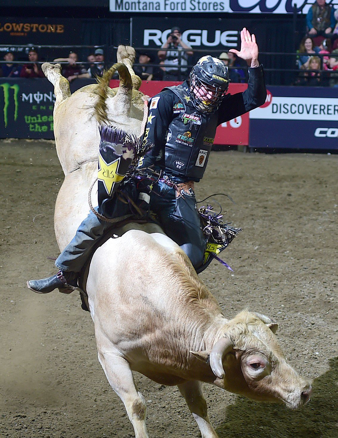 Strong final 2 rounds net Cody Teel the Professional Bull