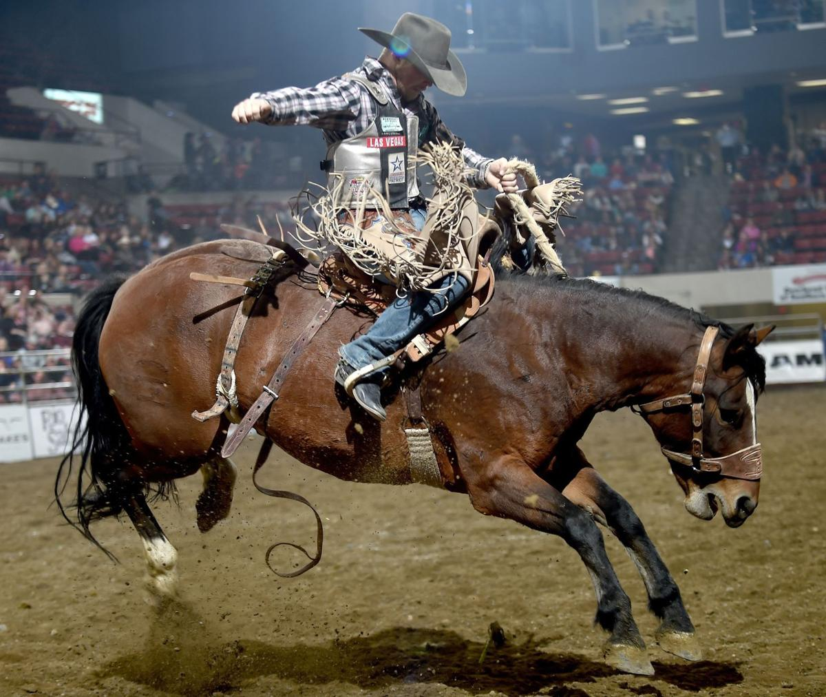 Jesse Wright Opens Nile With 88 Point Saddle Bronc Ride