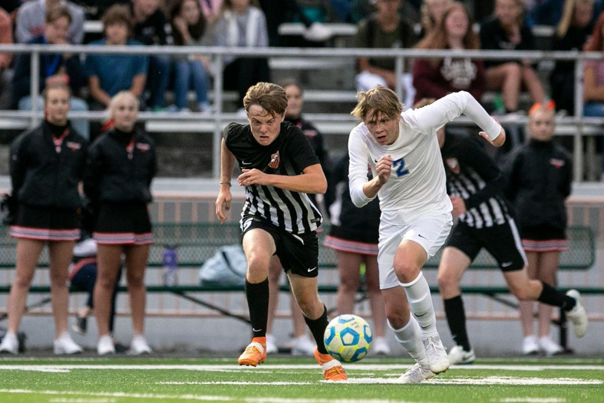 Senior and Skyview boys face off