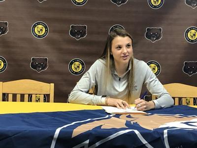Leigha Carter signing