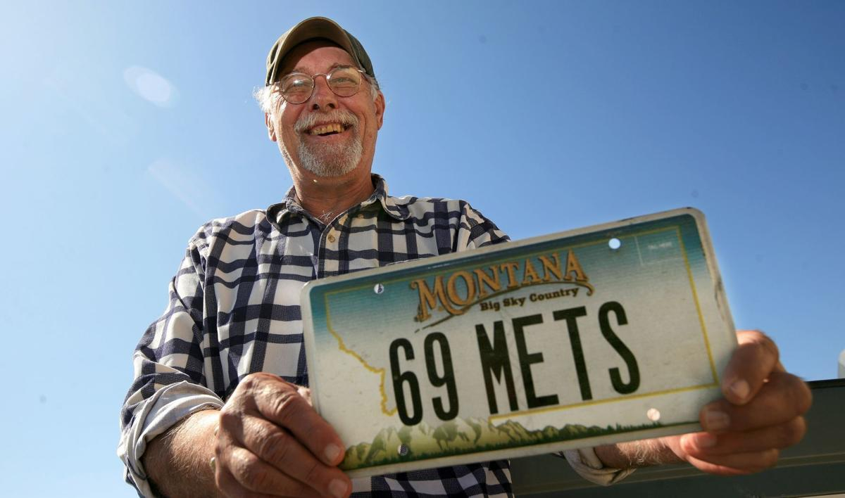 Les Rohr shows off his Mets' license plate