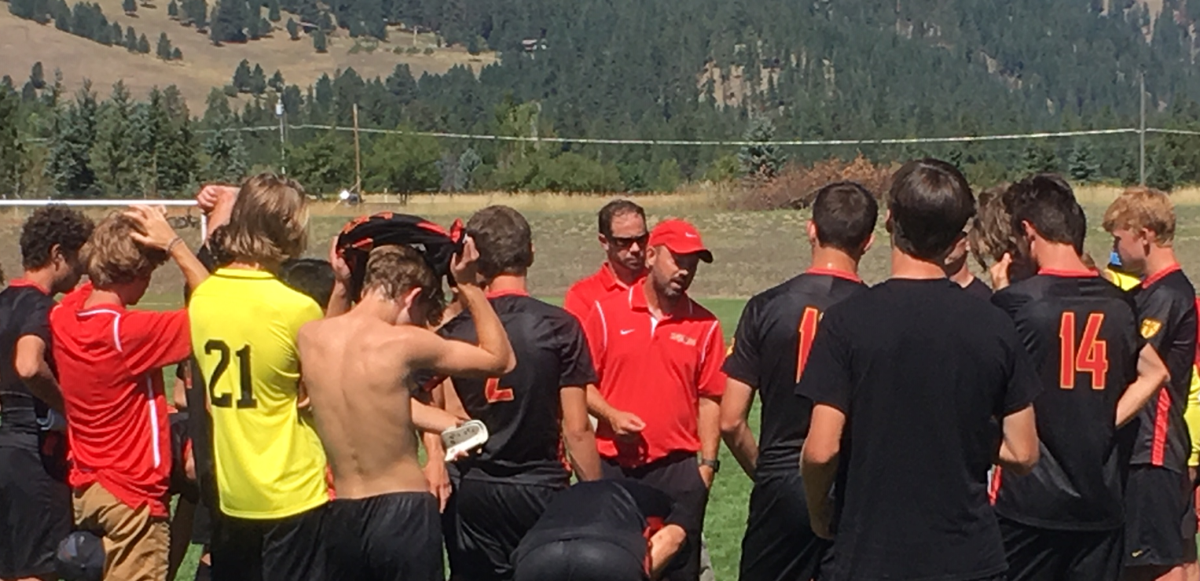 Anderson talking to team