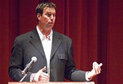 ESPN hires former Wazzu QB Leaf as college football analyst