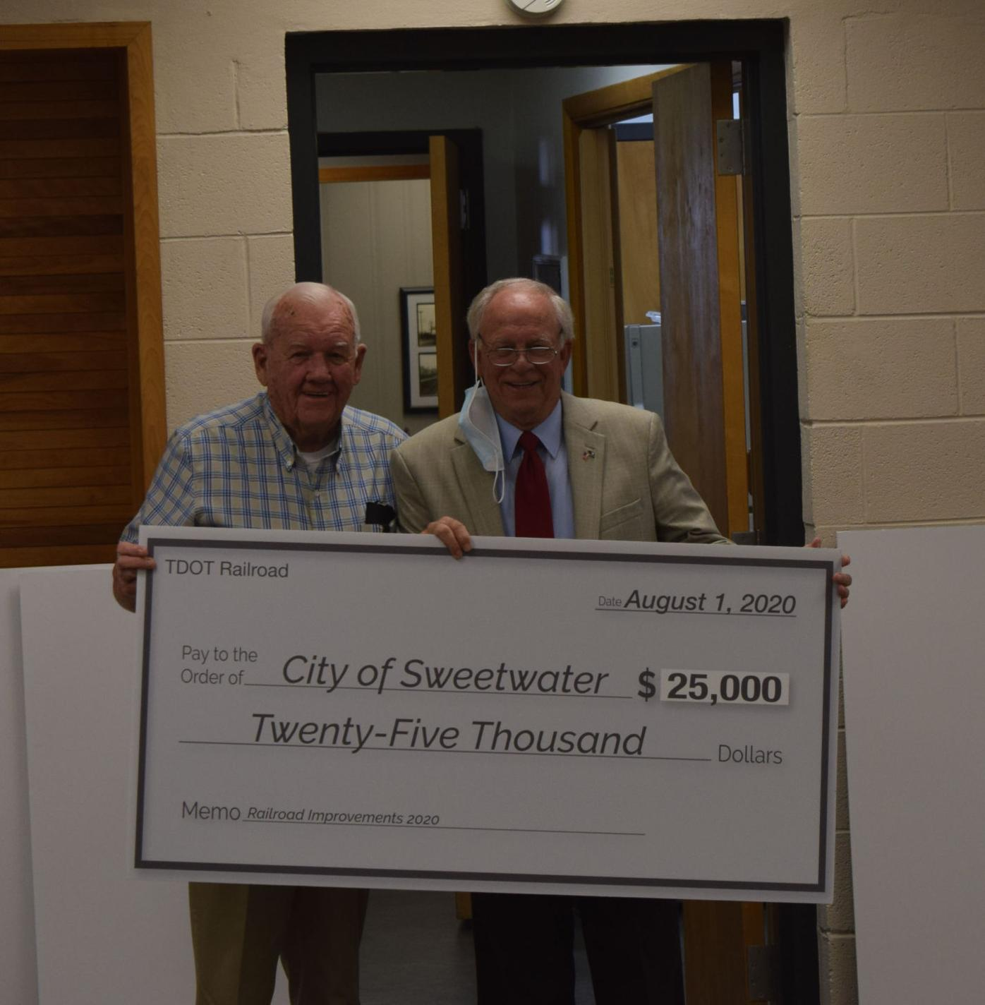 City of Sweetwater receives grants