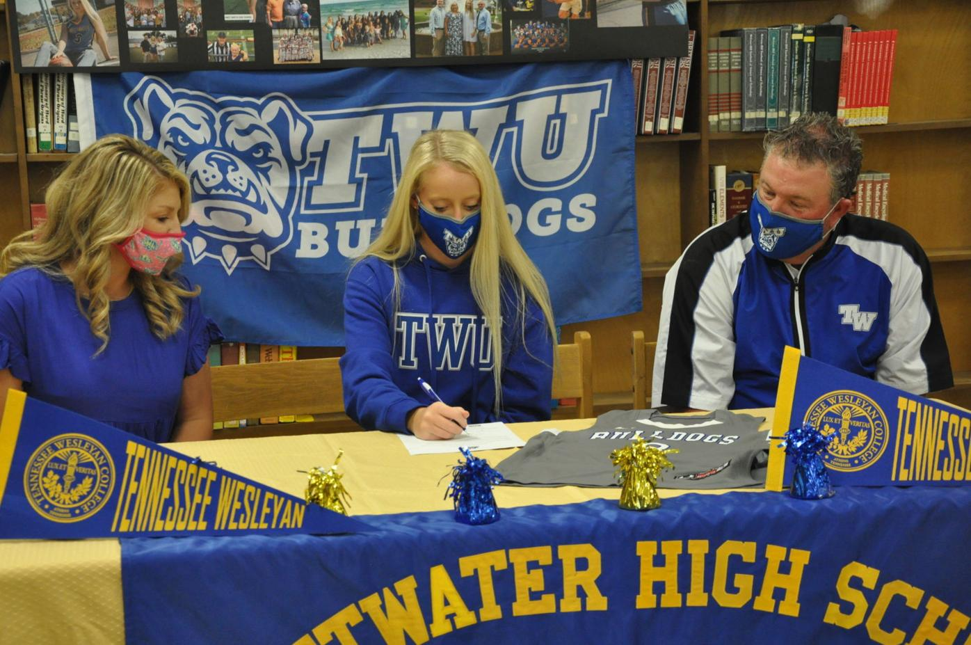 Barr-TWU signing with coaches
