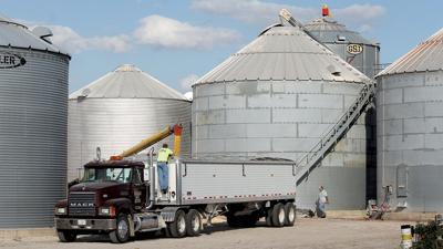 On farm grain storage unloading
