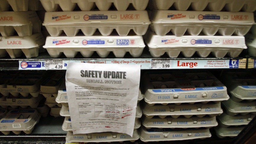 A Sign In A Los Angeles Supermarket Warns Customers About A Recall Of Certain Lots Of Eggs That Had Been Previously Sold In The Store