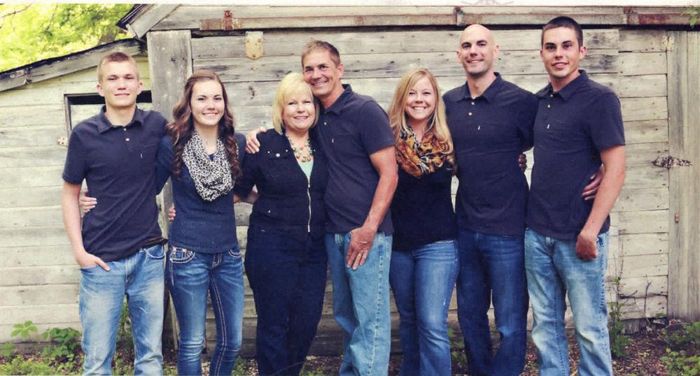 Dan and Lynette Arnold family