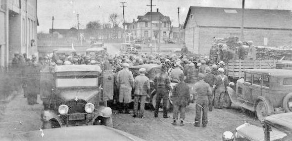 A crowd gathers in 1932 for a milk strike at Stanley, Wisconsin.