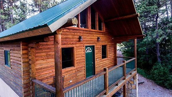 Heartland Elk Guest Ranch cabin front