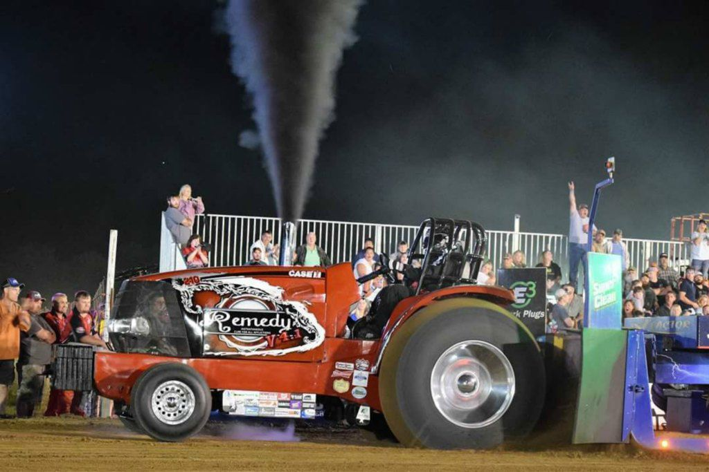 Tractor pull -- Dodge County Fair