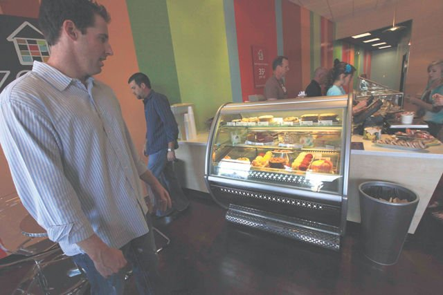 New frozen yogurt, cupcake shop opens in AF