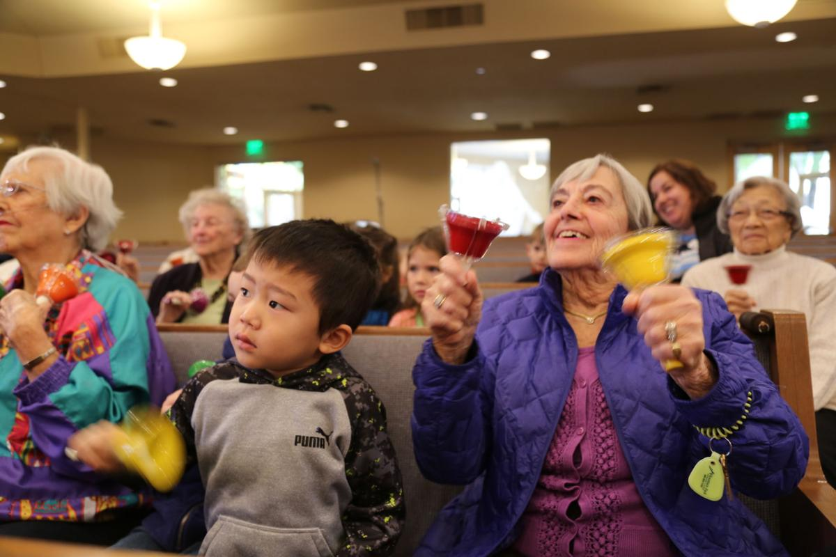 The first rows of the sanctuary was packed with seniors and youngsters sitting side by side