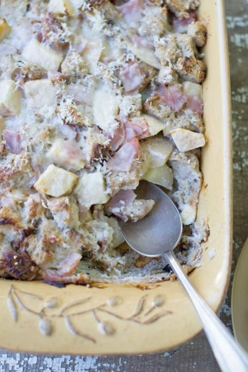 Whole-Grain Apple and Ham Breakfast Casserole