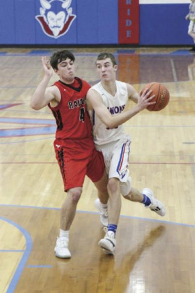 Albia wins after furious rally