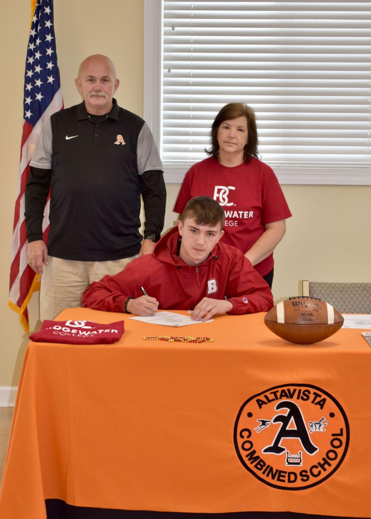 Stinnette, Weeks sign to college football programs
