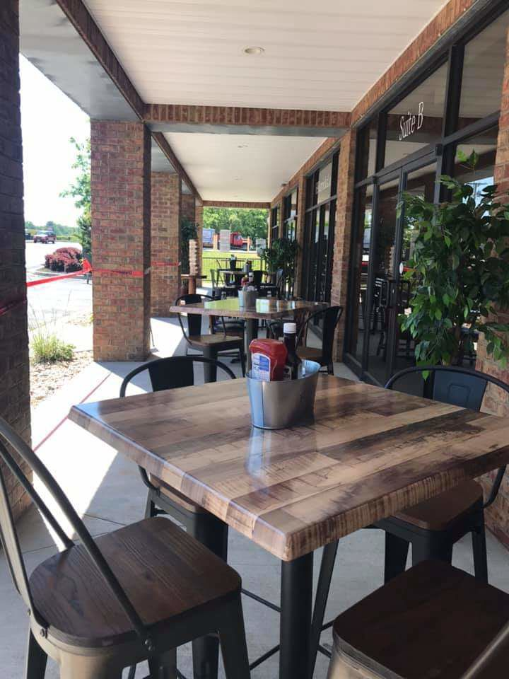 Small Business Spotlight: Long Mountain Grill features barbecue pitmaster, entertainment