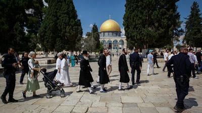 Courtesy of JNS  Israeli security forces escort a group of religious Jews as they visit the Temple Mount in Jerusalem's Old City on Yom Kippur, Sept. 19, 2018.