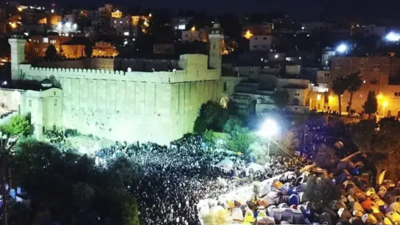 Courtesy of JNS Tens of thousands of Jews converged on Hebron for Parshat Chayei Sarah, the weekly Torah portion describing the death of the Jewish matriarch, Sarah, and her husband Abraham's purchase of a burial plot for her in Hebron, Nov. 22, 2019.