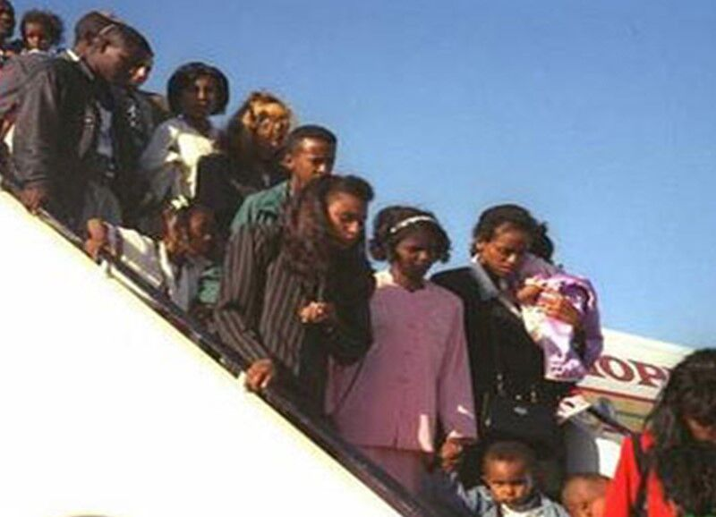 Ethiopian Jews arrive in Israel during Operation Moses