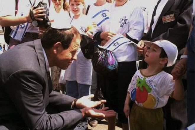 Avraham Burg, then the chairman of the Jewish Agency for Israel, welcomes new immigrants to Israel in 1995.