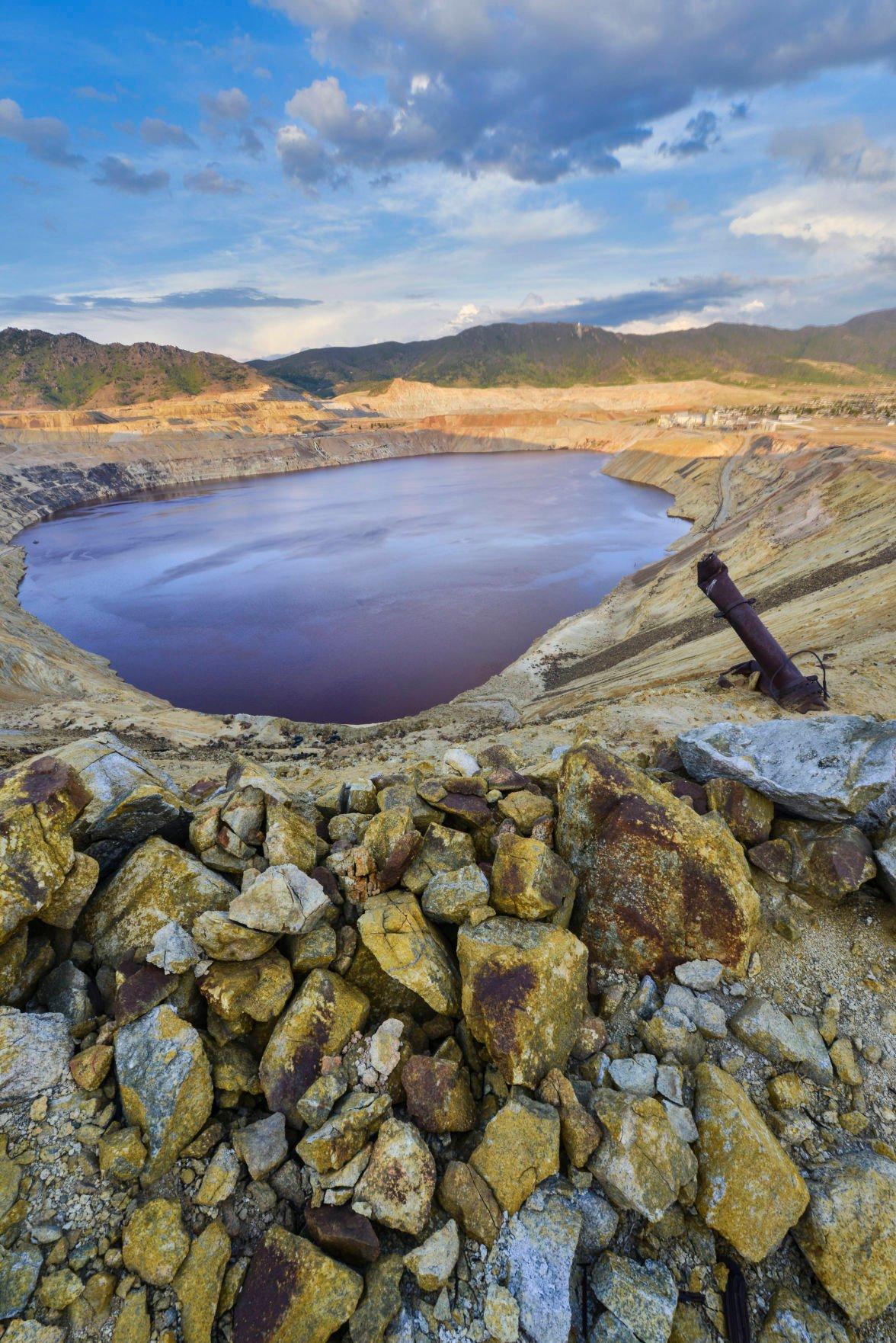 Berkeley Pit, Butte by Johnosn.jpg