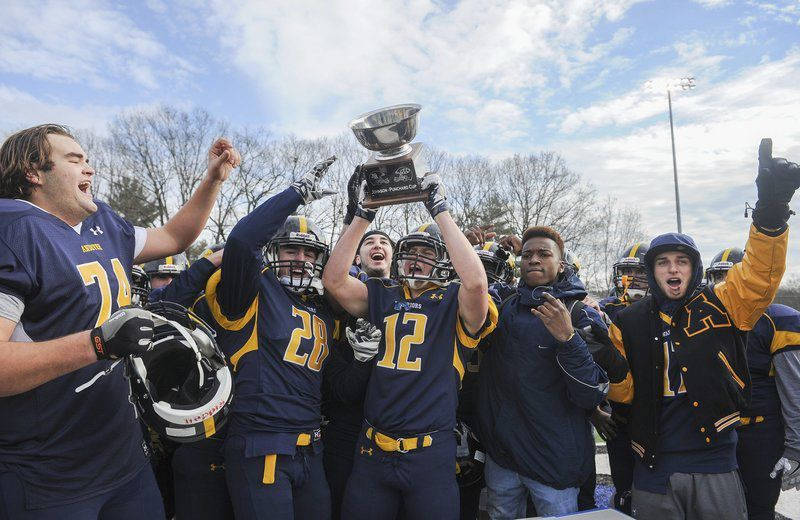 Perry IV dazzles in record-setting Thanksgiving finale