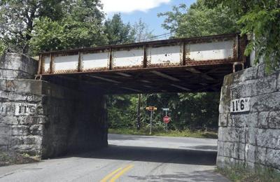 Townconsiders lowering roads under Horn Bridge