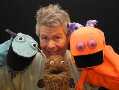 130712_AT_HAND_PUPPETEER