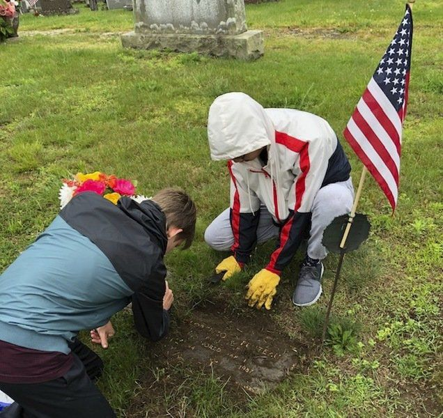 West Middle students clean off Veteran grave markers