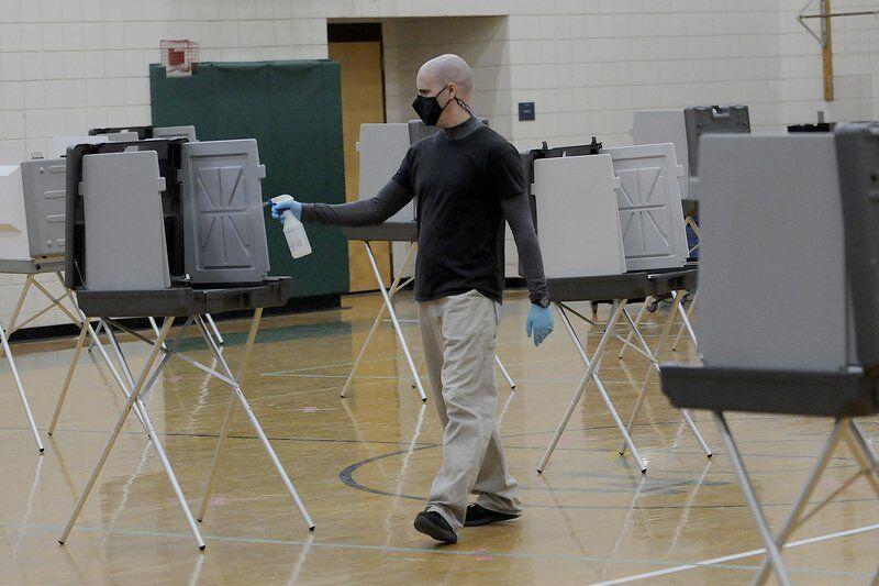 Few vote in town electionas teachers protest atpolls