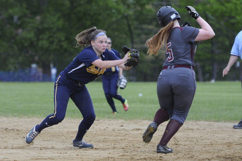 Gillette delivers walkoff win for softball team