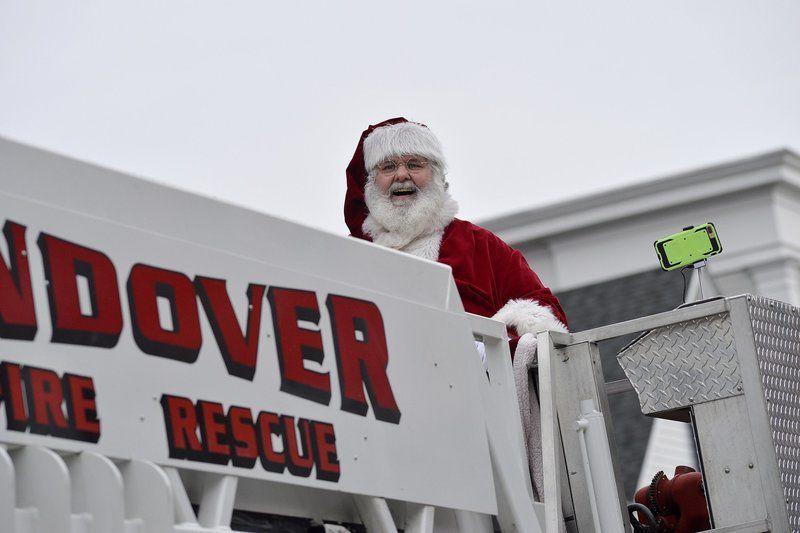 Santa wows 'em in Andover