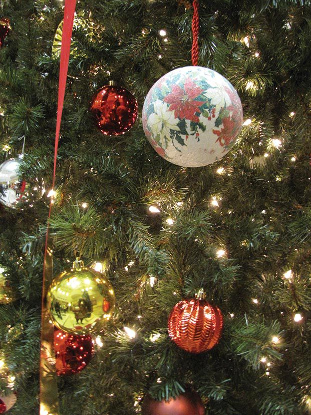 Coosa Valley Medical Center in Sylacauga holds Tree of Love lighting ceremony