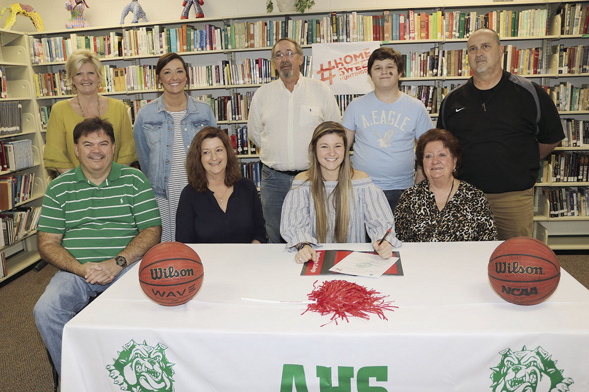 Riley Wilbanks signs scholarship