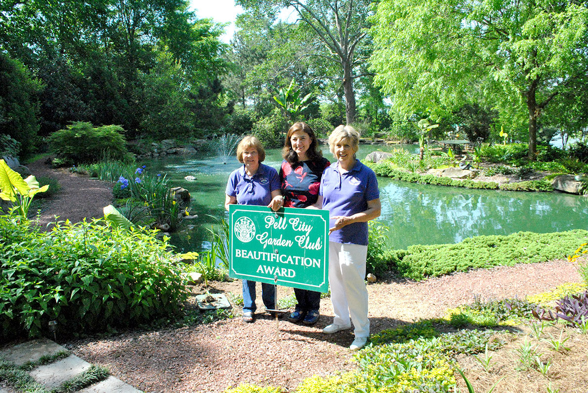 Howard Linda Tutwiler Win Pell City Garden Club Monthly Award News