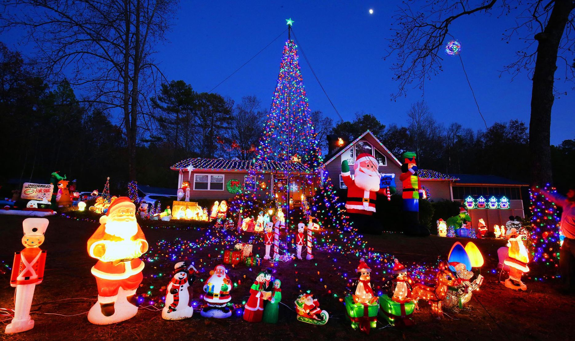 LET THERE BE LIGHTS! Every year, a Calhoun County couple ...
