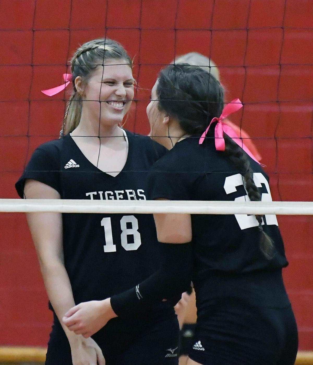 Munford at Cleburne County Volleyball BW 15.JPG