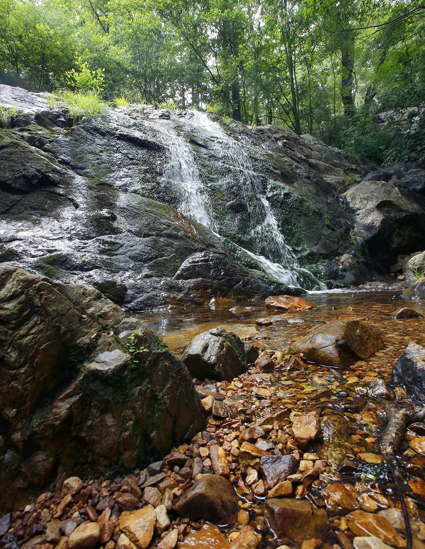 062118_Bain's Gap waterfall_002 tp.jpg