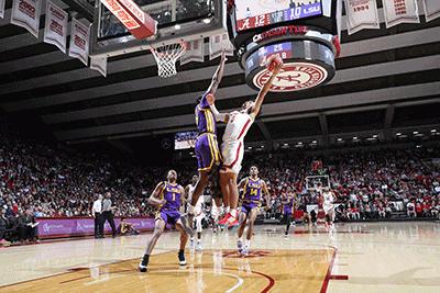 Alabama basketball: One-handed Jones helps Tide keep NCAA hopes alive
