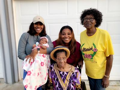 5 generations of Carmichael women gather in Lincoln