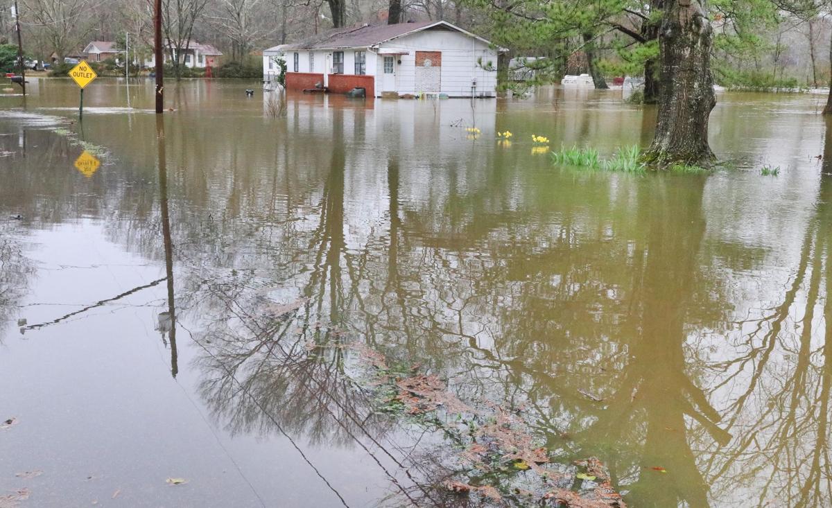 Oxford neighborhoods flood, some residents evacuated | Free