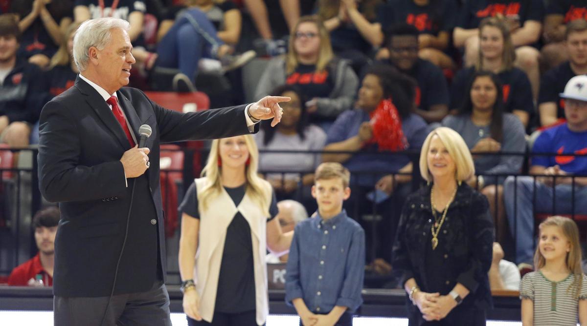 Joe Medley: For Jones, appreciation has its day on court