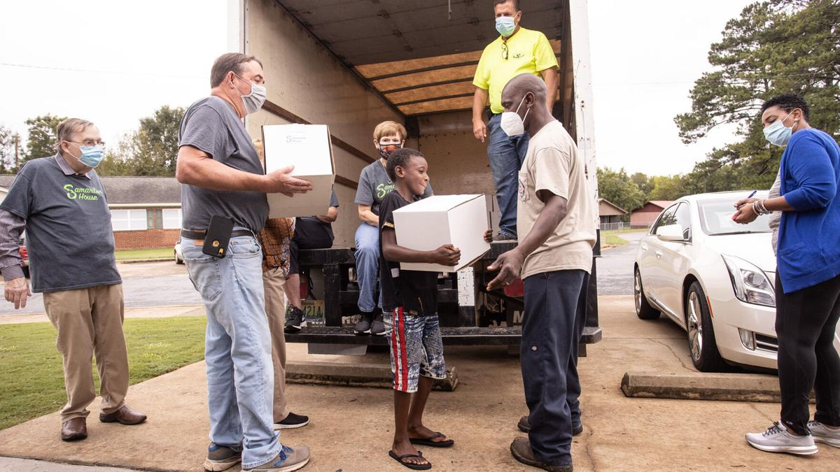 Samaritan House delivers food to residents of Knoxville Homes (photo gallery)